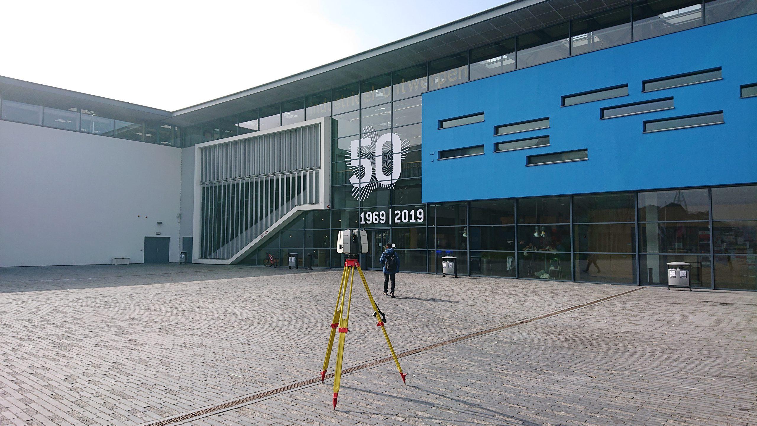 3D scanner Leica P40 voor het Pulse gebouw van de TU Delft.